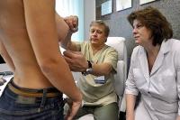 Пластический хирург Илья Сергеев на осмотре