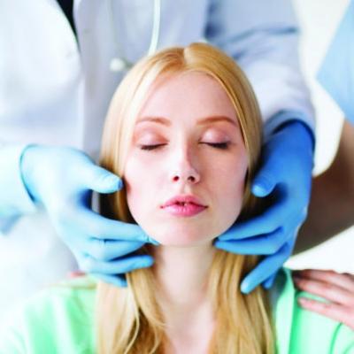 Новая хирургическая техника, основанная на пересадке сухожилия, может помочь вернуть улыбку для людей с лицевым параличом.