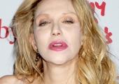 Неудачная пластическая операция изуродовала рот Кортни Лав