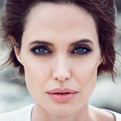 Какие пластические операции сделала Анджелина Джоли?