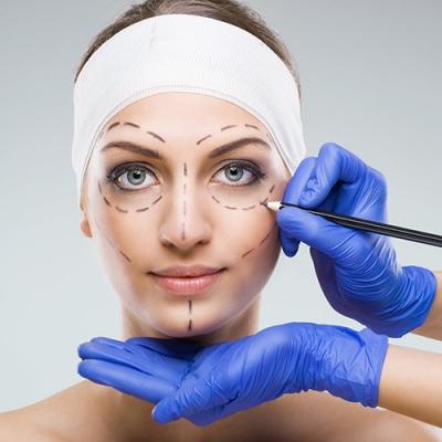Чем отличается пластическая хирургия от косметической хирургии?