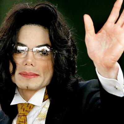 Майкл Джексон экстренно сделал пластическую операцию
