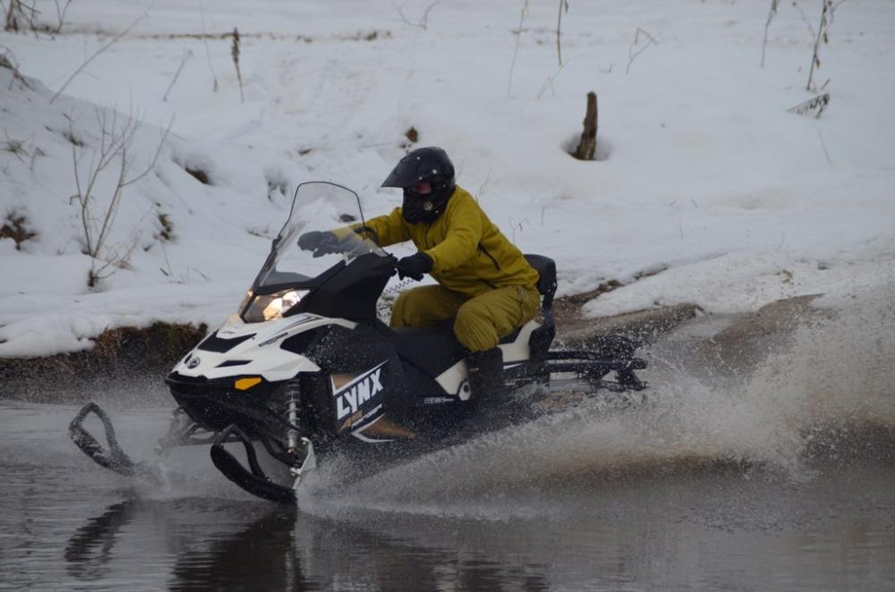 Сергей Свиридов на снегоходе
