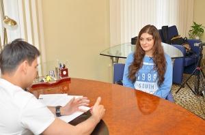 Валерий Стайсупов консультирует пациентку