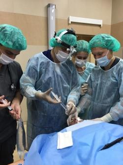 Пластический хирург Александр Грудько оперирует