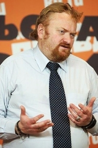 Депутат Государственной Думы Виталий Милонов приравнивает пластику груди квредным привычкам