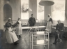 Операционная в Королевской больнице. Харольд Гилли крайний справа