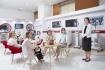 Российским журналистам рассказывают о производстве лазеров