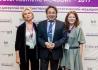 Представители Института красоты на Ольховке с наградой Endoret Awards