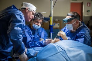 Пластические хирурги в операционной