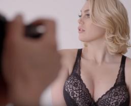Каково быть  профессиональной моделью груди