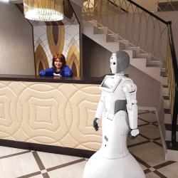 Робот КиКи в клинике «Шарм GOLD»