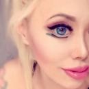 Азиатская модель хочет стать похожей на куклу Барби