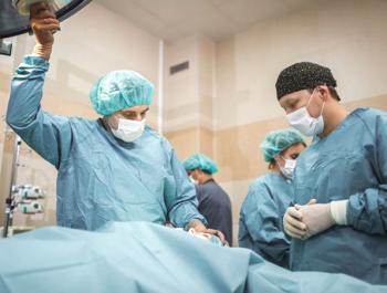Пластический хирург Александр Грудько в операционной