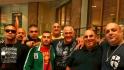 Тауиль (в зеленой спортивке) со своим дядей-гангстером Миком Гатто и его сподвижниками