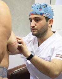 Пластический хирург Карен Пайтян перед операцией