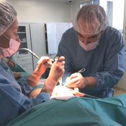 Пластический хирург Олег Никитин оперирует