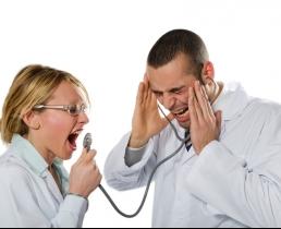 Хирург и пациентка обвиняют друг друга в мошенничестве