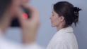 Хирург делает фото «до» блефаропластики