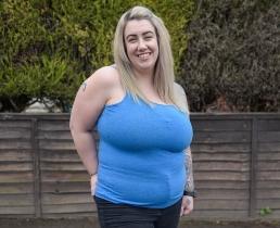 Чересчур большая грудь испортила жизнь британке