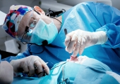 Узнаете пластического хирурга