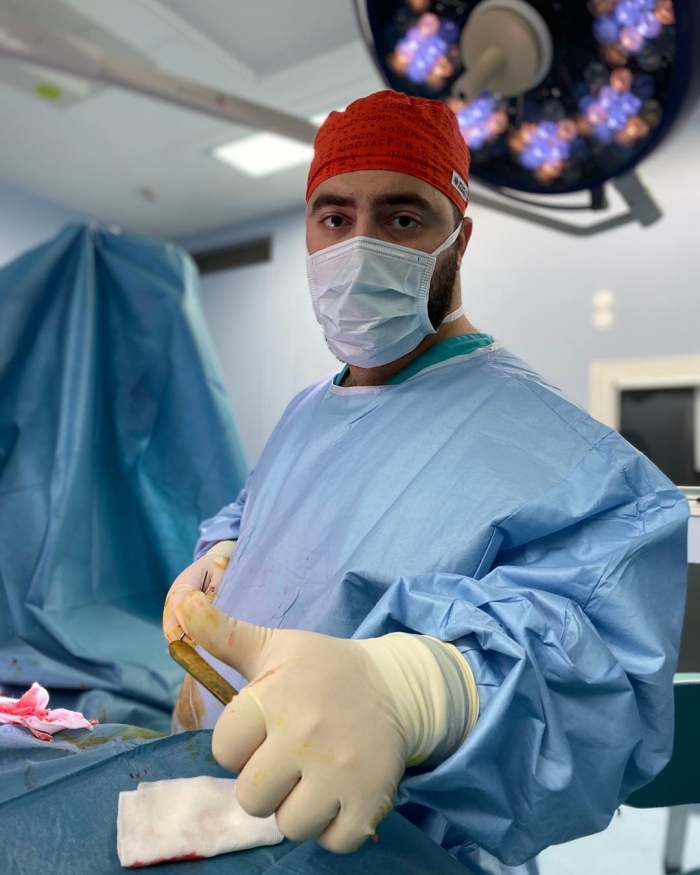 Пластический хирург Гукас Миракян в операционной