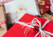 Купите операцию в подарок в «Клинике Века»