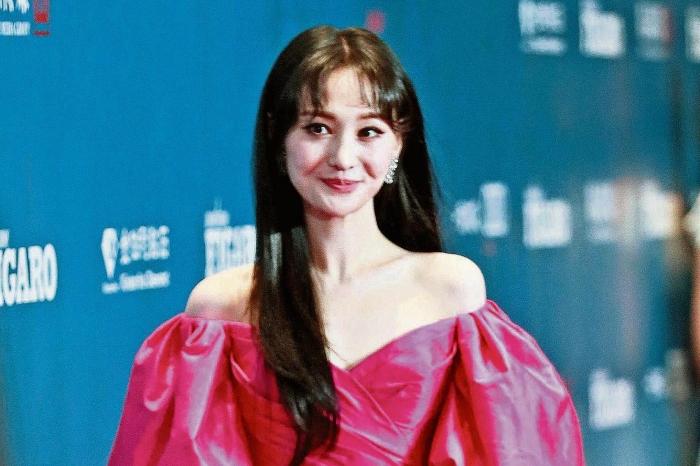Китайская актриса Чжэн Шуан