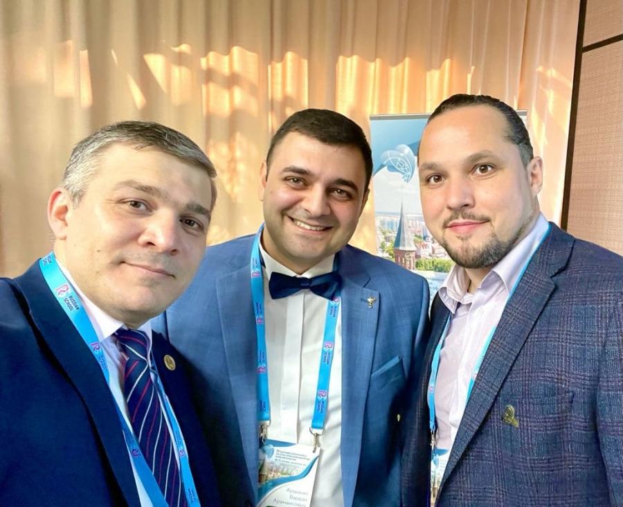 Пластический хирург Вардан Аршакян с коллегами